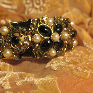 Jewelry - Black Crystal and Pearl  Enamelled Bracelet